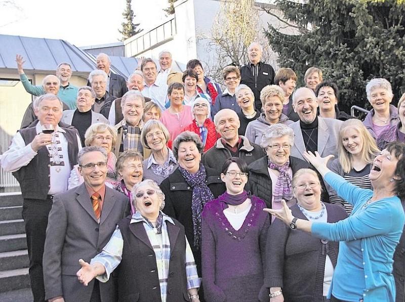 Medardus-Chor-Luedenscheid-mit-Chordirektorin-Maidi-198x148.jpg
