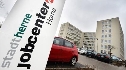Das Jobcenter darf Leistungen von Hartz-IV-Empfängern künftig um maximal 30 Prozent kürzen.