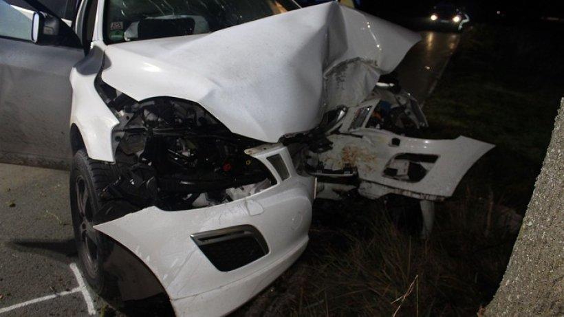 Unfall: Autofahrer kracht in Finnentrop gegen Baum und stirbt